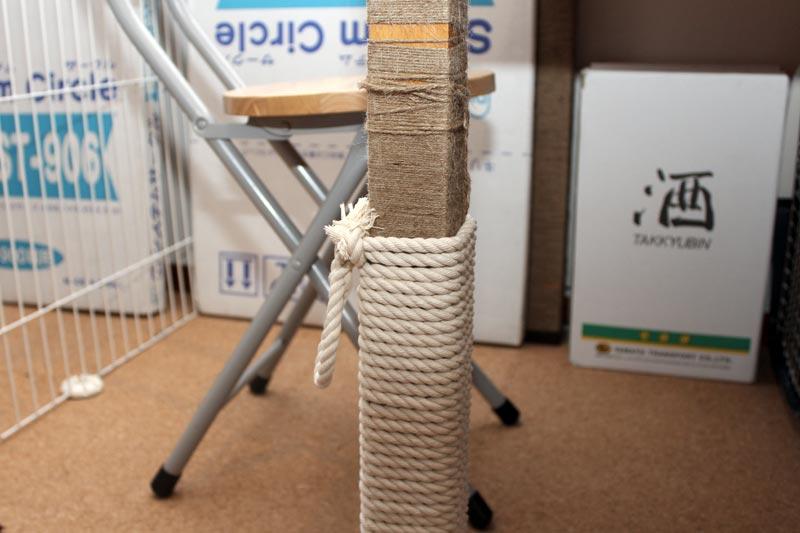 新しいロープをテーブルの脚に