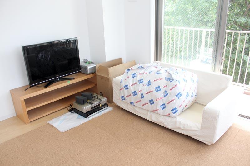 新居に運び込まれた家具