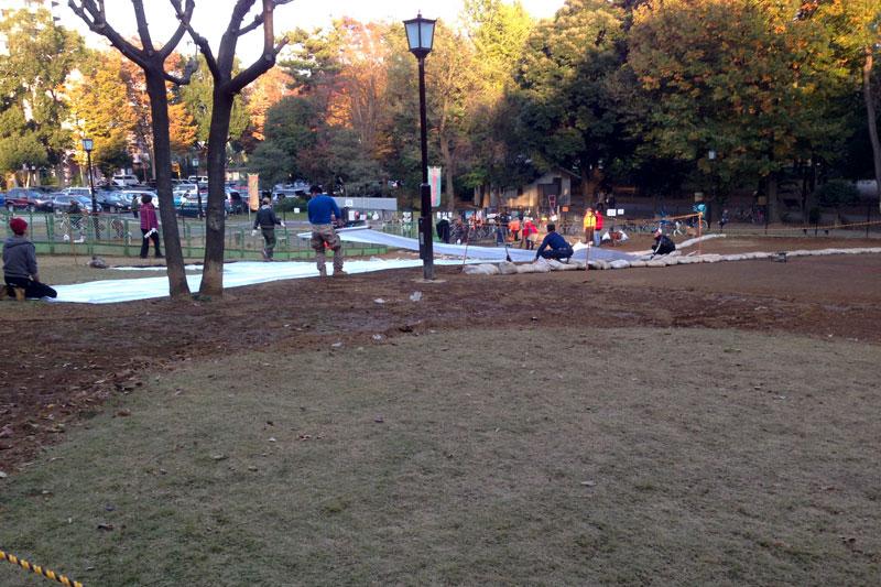 秋の終わりの芦花公園