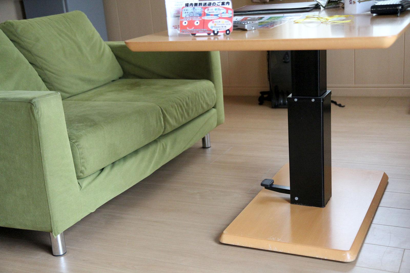 高さの変えられるテーブル