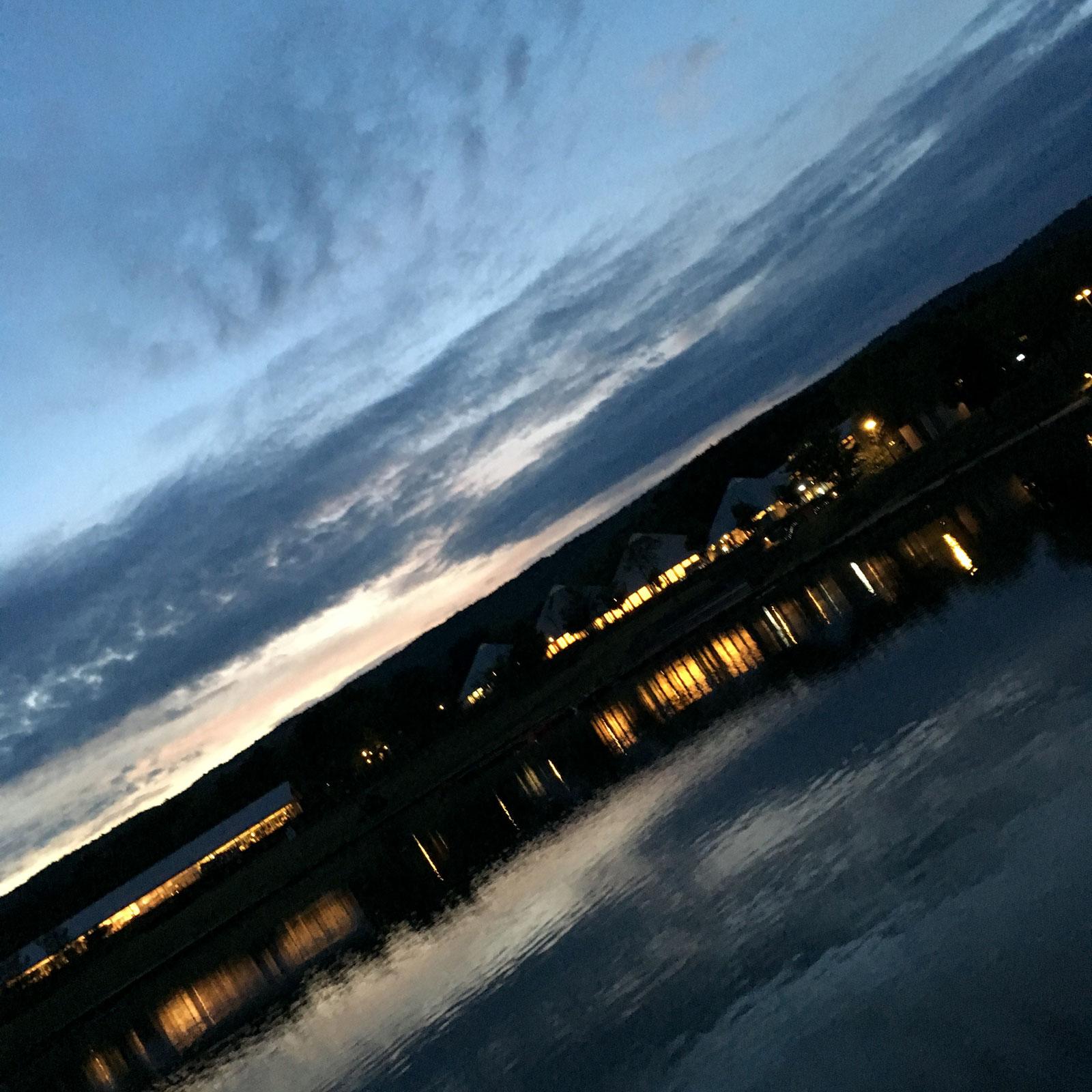 人工湖の夕暮れ