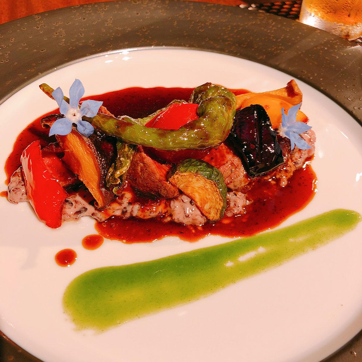 伊賀牛のポワレ伊賀の黒米リゾット旬野菜のルッコラのジュ